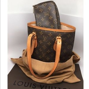 💯Auth LOUIS VUITTON Petit Bucket Bag w/Pouch🥰‼️